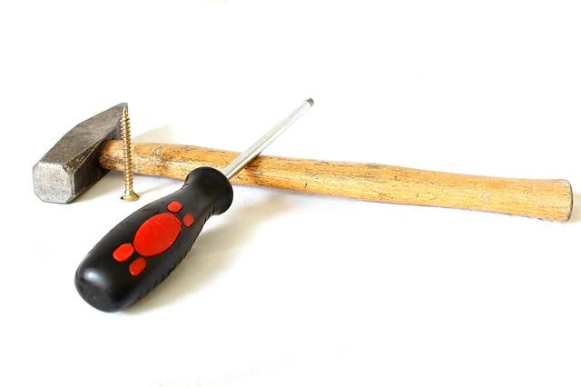 Werkzeug zum Anbringen von Sockelleisten